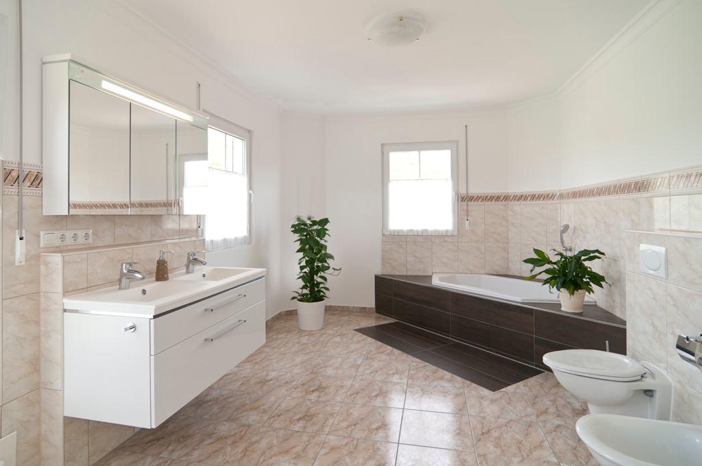 Badezimmer Einrichten Bilder ~ Beste Inspirations-innenarchitektur Badezimmer Modern Einrichten